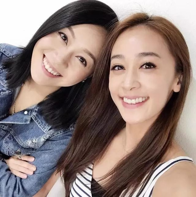 Huỳnh Tâm Dĩnh và chị gái Huỳnh Tâm Mỹ