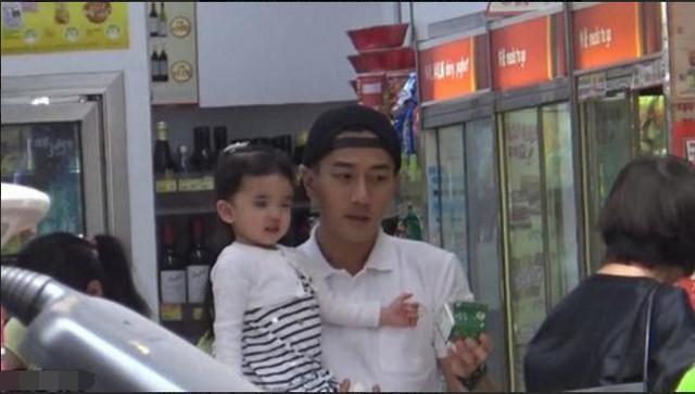 Ông nội Tiểu Gạo Nếp không biết cháu gái có cùng Dương Mịch mừng Ngày của Mẹ ảnh 1