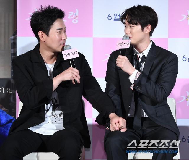 Lee Junho, Jung So Min và Gong Myung rạng rỡ tại họp báo phim điện ảnh Homme Fatale ảnh 15