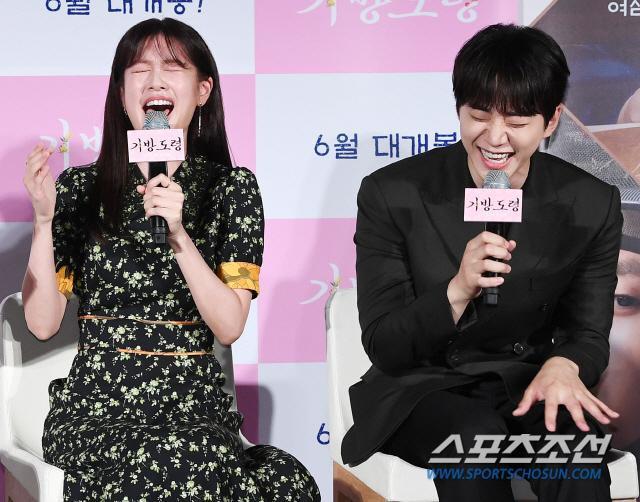 Lee Junho, Jung So Min và Gong Myung rạng rỡ tại họp báo phim điện ảnh Homme Fatale ảnh 13