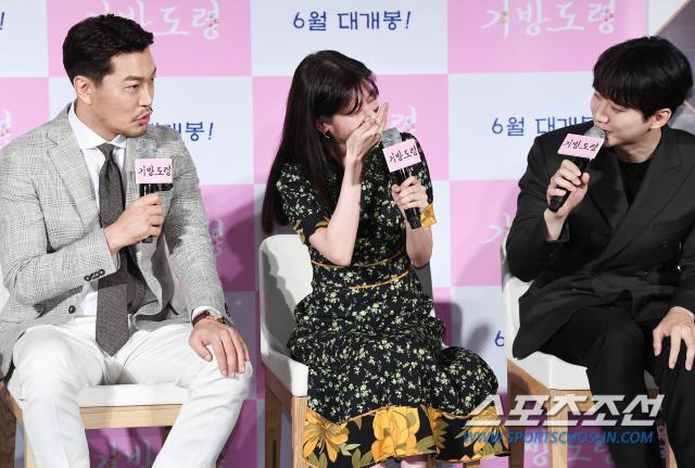 Lee Junho, Jung So Min và Gong Myung rạng rỡ tại họp báo phim điện ảnh Homme Fatale ảnh 14