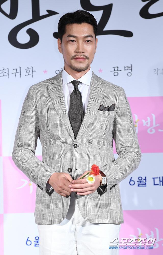 Lee Junho, Jung So Min và Gong Myung rạng rỡ tại họp báo phim điện ảnh Homme Fatale ảnh 9