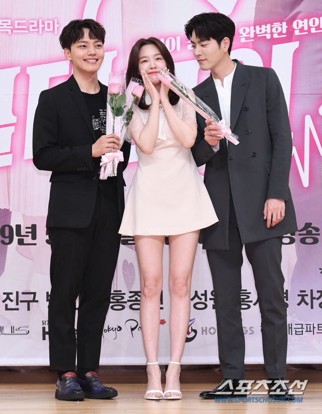 Họp báo Absolute Boyfriend: Yeo Jin Goo rạng rỡ, Minah (Girls Day)  Hong Jong Hyun thân mật quá mức ảnh 13