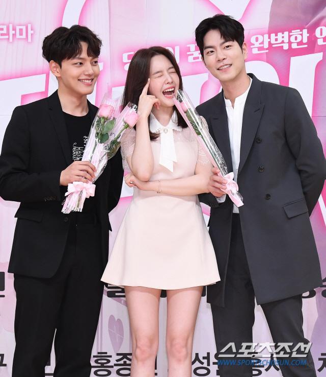 Họp báo Absolute Boyfriend: Yeo Jin Goo rạng rỡ, Minah (Girls Day)  Hong Jong Hyun thân mật quá mức ảnh 14