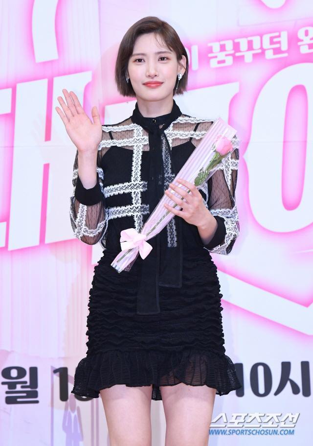 Hong Seo Young.