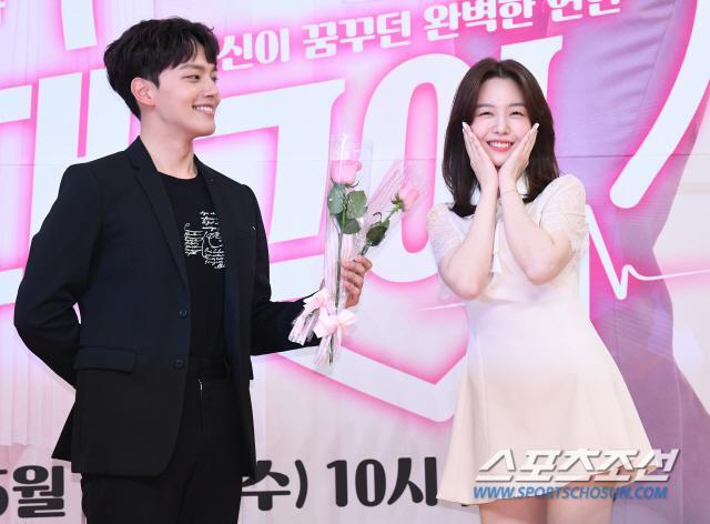 Họp báo Absolute Boyfriend: Yeo Jin Goo rạng rỡ, Minah (Girls Day)  Hong Jong Hyun thân mật quá mức ảnh 18