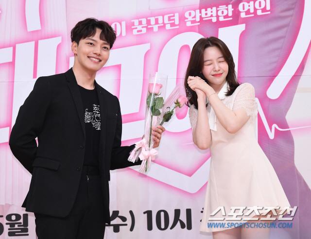 Họp báo Absolute Boyfriend: Yeo Jin Goo rạng rỡ, Minah (Girls Day)  Hong Jong Hyun thân mật quá mức ảnh 19
