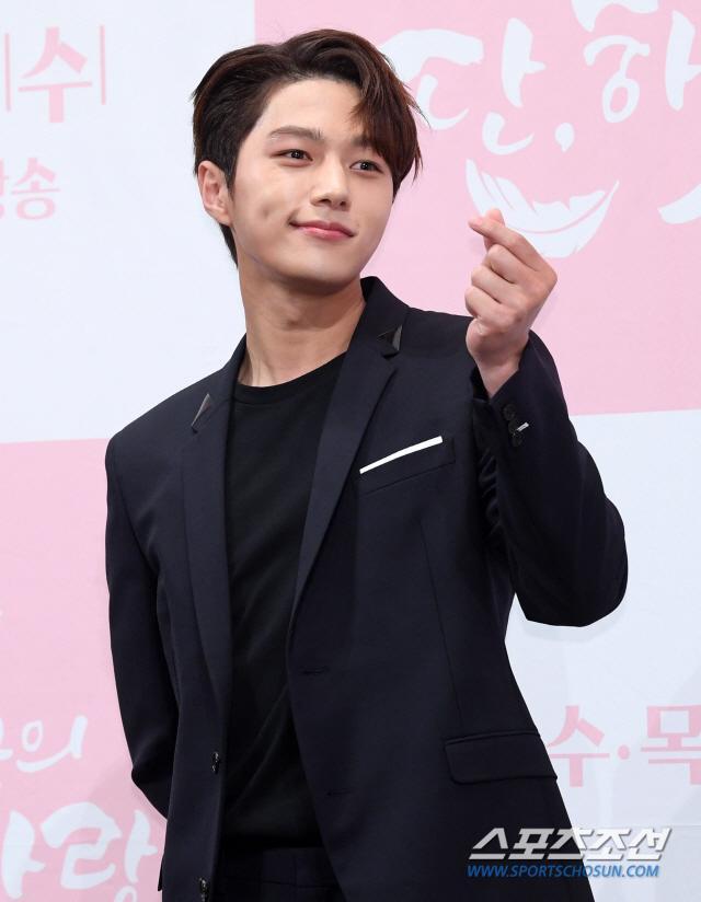 Họp báo Dan Only Love: Shin Hye Sun thùy mị bên L (Infinite) và tài tử Lee Dong Gun ảnh 3