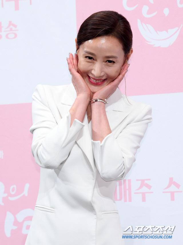 Họp báo Dan Only Love: Shin Hye Sun thùy mị bên L (Infinite) và tài tử Lee Dong Gun ảnh 9