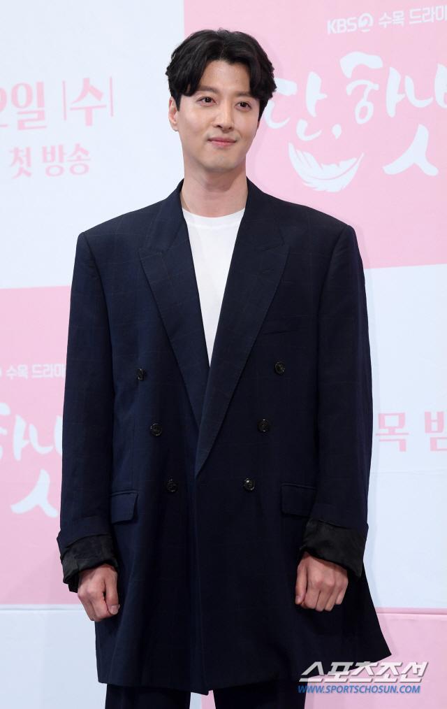 Họp báo Dan Only Love: Shin Hye Sun thùy mị bên L (Infinite) và tài tử Lee Dong Gun ảnh 7