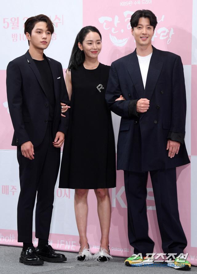 Họp báo Dan Only Love: Shin Hye Sun thùy mị bên L (Infinite) và tài tử Lee Dong Gun ảnh 15