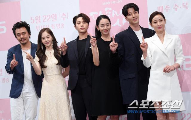 Họp báo Dan Only Love: Shin Hye Sun thùy mị bên L (Infinite) và tài tử Lee Dong Gun ảnh 1