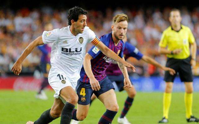 Valencia với lối chơi phòng ngự phản công gây rất nhiều khó khăn cho nhà ĐKVĐ La Liga.