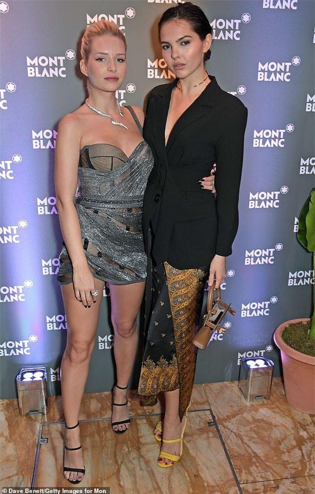 Người đẹp 21 tuổi là người mẫu mới nổi tại Anh , theo nghề sau chị gái quá nổi tiếng của mình Katie Moss. Chân dài từng xuất hiện trên tạp chí Teen Vogue khi mới 14 tuổi và sau đó ký hợp đồng quảng cáo với hãng Calvin Klein