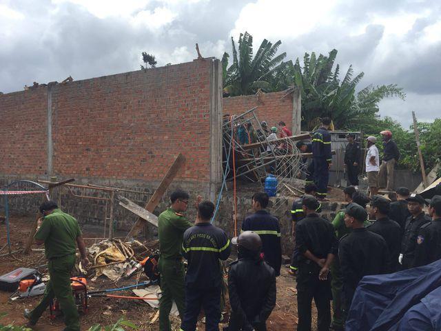 Giàn giáo đổ sập khiến chủ thầu tử vong, 1 thợ xây bị thương nặng. Ảnh: Dân Trí