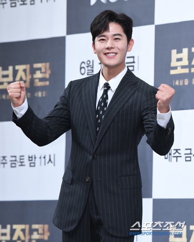 Kim Dong Joon (ZE:A) trong vai chàng Han Do Kyung nhiệt tình.