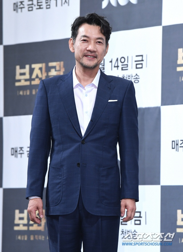 Diễn viên điện ảnh Jung Jin Young.