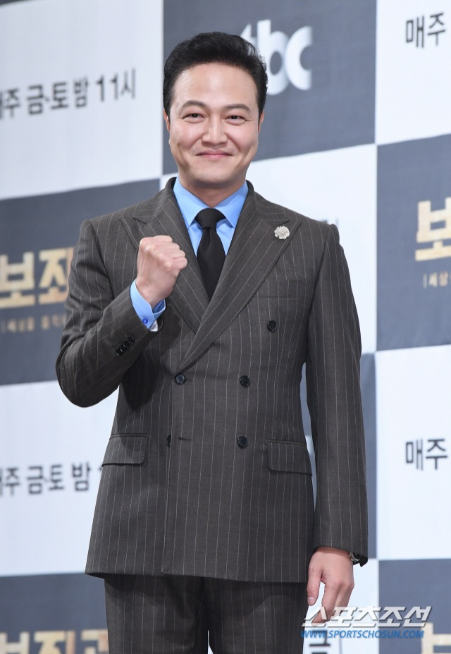 Jung Woong In.
