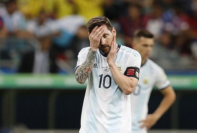 Messi cùng Argentina đã phải nhận thất bại ngay ở trận đầu ra quân.