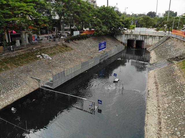 Ngày 17/6, khoảng 70m2 mặt nước sông Tô Lịch (Hà Nội) đã được quây riêng bằng rào sắt để các chuyên gia Nhật Bản trình diễn phân hủy bùn thành khí CO2 và nước bằng công nghệ Nano-Bioreactor. Các chuyên gia Nhật Bản đã quyết định quây khu vực này để cho mọi người thấy hiệu quả của các tấm Bioreactor (được làm từ đá núi lửa của Nhật Bản và được chế tác độc quyền).