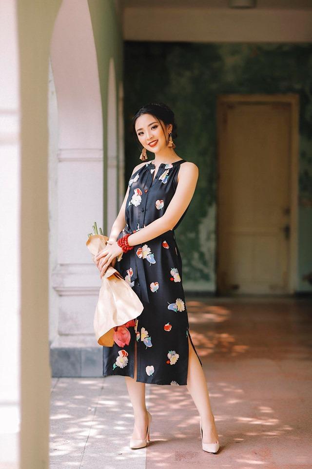 Cô từng giành giải Thí sinh năng động nhất trên Tiktok, lọt vào cuộc thi Hoa khôi sinh viên Việt Nam 2018, quán quân The Face Of ISME – Viện đào tạo Quốc tế ISME. Ngoài ra, Hồng Hạnh là gương mặt rất năng nổ trong các phong trào Đoàn trường
