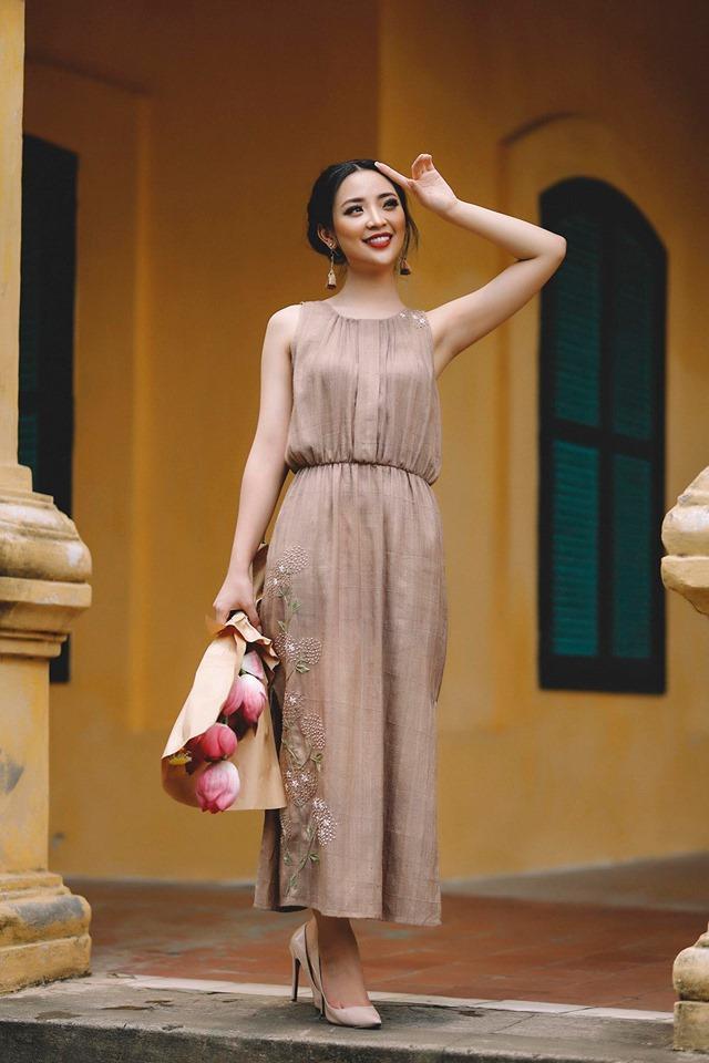 Cô gái được đánh giá cao khi lựa chọn trang phục nhã nhặn, tôn được vóng dáng.