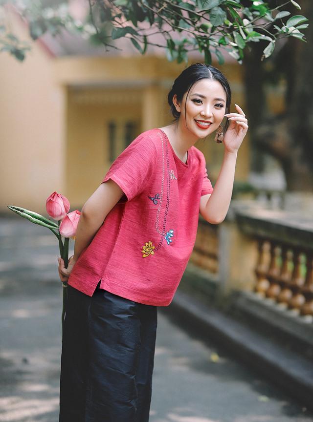 Nét tươi tắn, rạng rỡ của Hồng Hạnh gây thiện cảm với người đối diện.