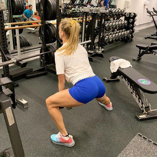 Mỹ nhân quần vợt Bouchard diện quần bó hết cỡ, khoe trọn vòng 3 khi tập gym ảnh 1
