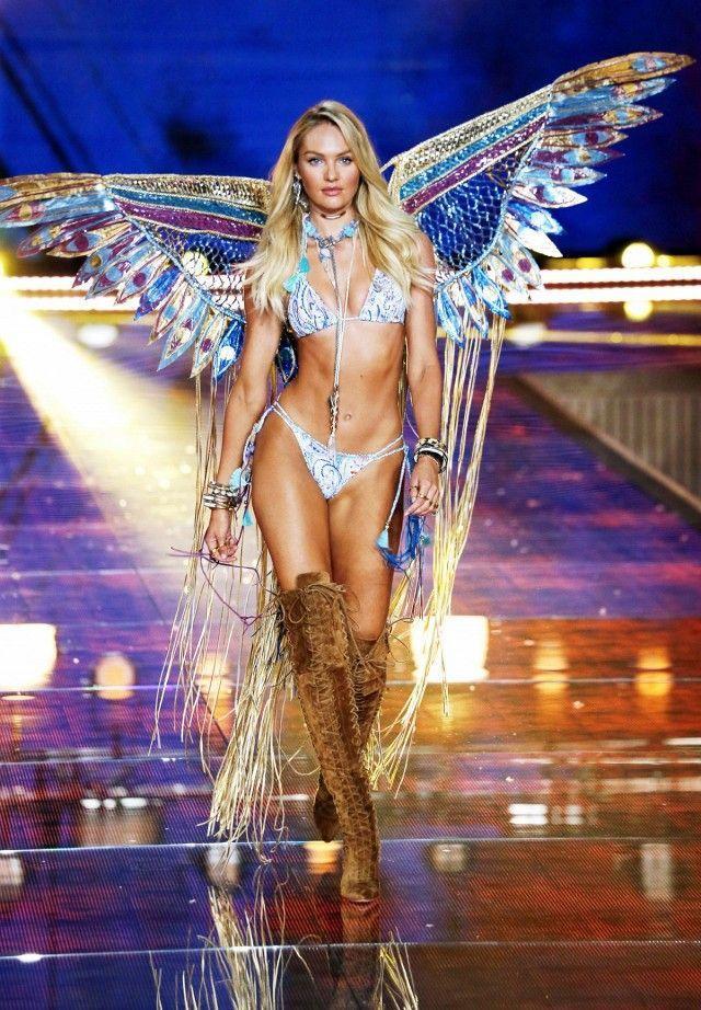 Thời trang áo bơi hai mảnh mix cùng giày bốt cổ cao bắt nguồn từ những thiết kế tuyệt đẹp trong show nhà Victoria's Secret