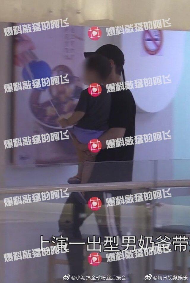 Và mới đây nhất, 14/7, phóng viên chụp được Huỳnh Hiểu Minh và mẹ dẫn Tiểu Hải Miên đi chơi