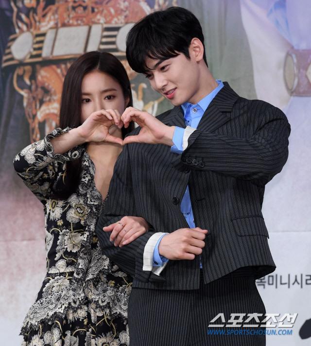 Họp báo Rookie Historian Goo Hae Ryung: Cha Eun Woo  Shin Se Kyung xinh như hoa, lấn áp cặp đôi phụ ảnh 12