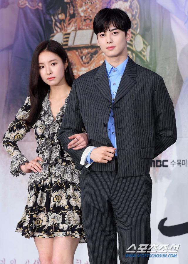 Họp báo Rookie Historian Goo Hae Ryung: Cha Eun Woo  Shin Se Kyung xinh như hoa, lấn áp cặp đôi phụ ảnh 14