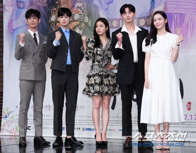 Họp báo Rookie Historian Goo Hae Ryung: Cha Eun Woo  Shin Se Kyung xinh như hoa, lấn áp cặp đôi phụ ảnh 0
