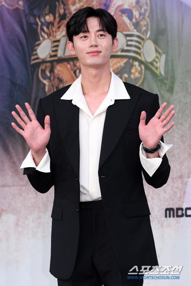 Họp báo Rookie Historian Goo Hae Ryung: Cha Eun Woo  Shin Se Kyung xinh như hoa, lấn áp cặp đôi phụ ảnh 8