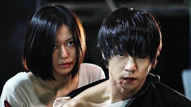 Ken Kaneki (bên phải)