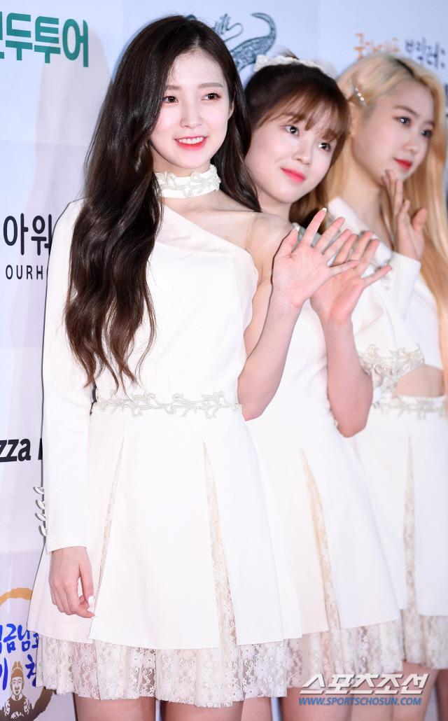 Giải thương hiệu 2019: Hwang Minhyun đẹp hơn hoa, Na Eun (April) xinh áp đảo Hyeri (Girls Day) ảnh 17