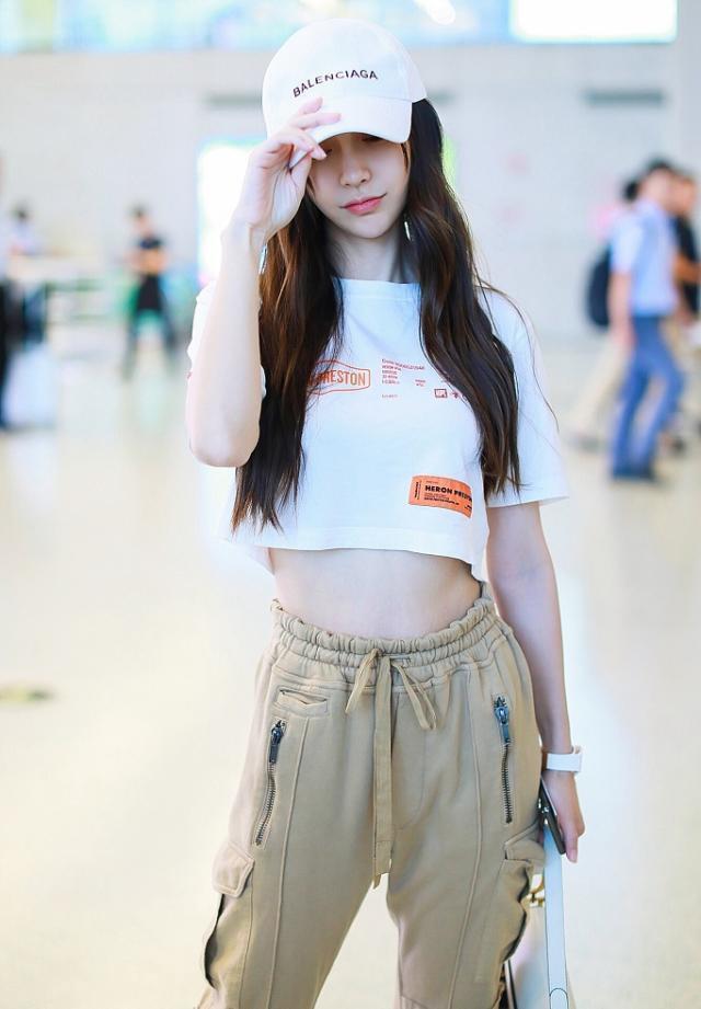 Dương Mịch, Angelababy cùng diện một phong cách thời trang nhưng tạo cảm giác khác biệt ảnh 7