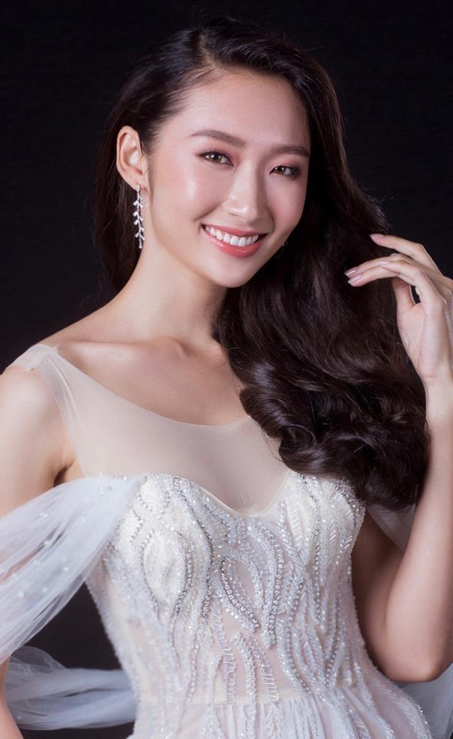 Trong số những thí sinh của vòng Chung khảo, Miss HUTECH 2019 Nguyễn Thị Thanh Khoa gây ấn tượng với nụ cười rạng rỡ, thần thái trình diễn tự tin.
