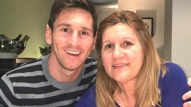 Mẹ Messi có hành động khó hiểu khi đánh thẳng vào mặt cô bạn gái cũ của con trai.