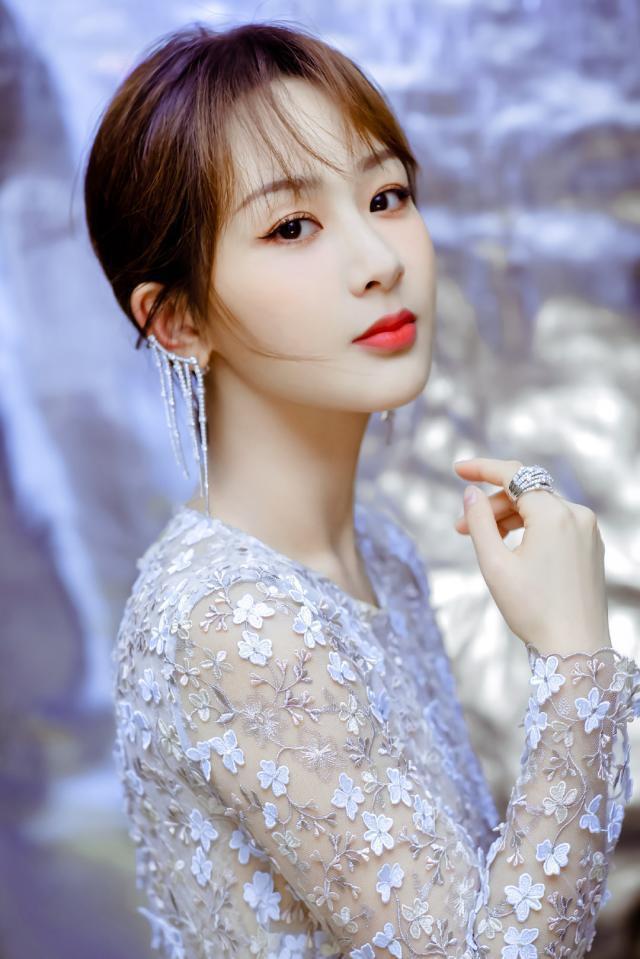Dương Tử trở thành ứng cử viên sáng giá nhất cho danh hiệu Nữ thần Kim Ưng 2020 ảnh 4