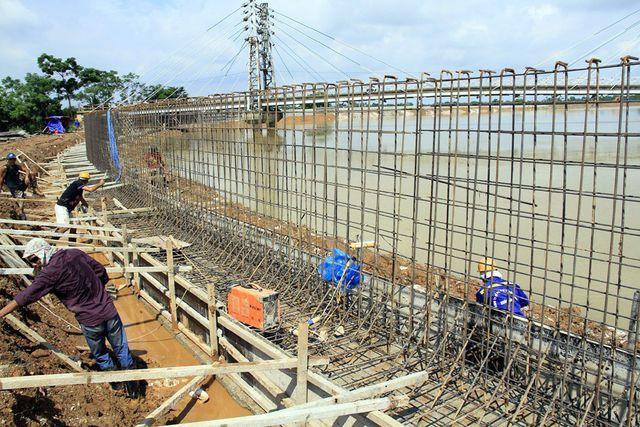 Bờ tả sông Bùi qua các xã Thanh Bình, Thủy Xuân Tiên, Đồng Phú, Hòa Chính với tổng chiều dài hơn 1,4 km được kè kiên cố để chống sát lở, ngăn nước tràn qua.