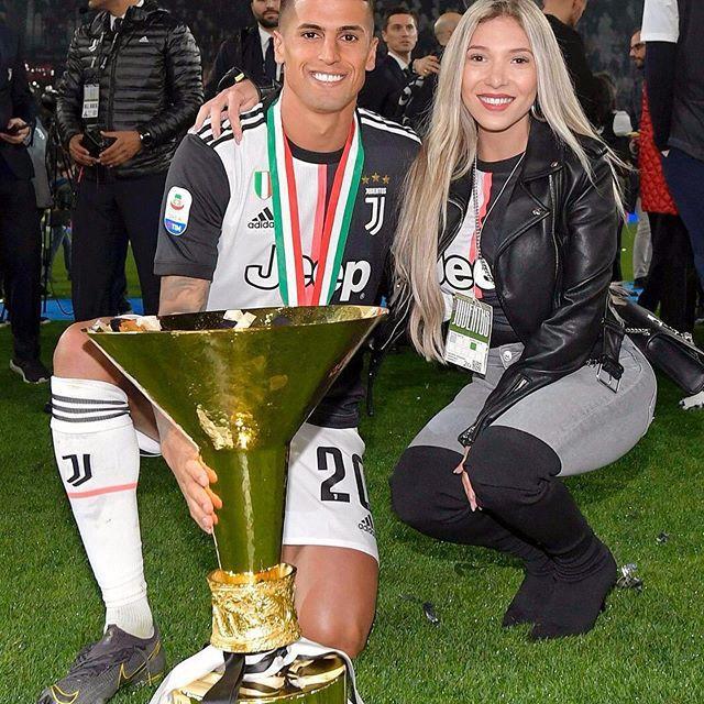 Được biết, Cancelo bắt đầu hẹn hò với Machado khi ngôi sao 25 tuổi thi đấu dưới dạng cho mượn tại Inter Milan vào năm 2017. Kể từ đó đến nay, cặp đôi dường như không thể tách rời.