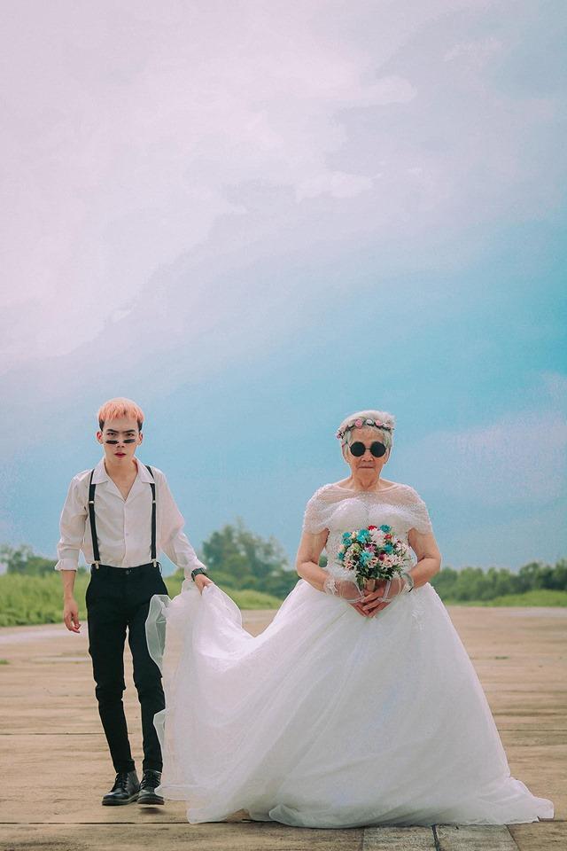 Xúc động bộ ảnh cưới bà nội  cháu trai: Đời người con gái đẹp nhất là khi khoác lên mình bộ váy cưới ảnh 4