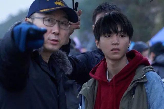 Đạo diễn nguy hiểm nhất Trung Quốc hết lời khen ngợi, kỳ vọng vào diễn xuất của Vương Tuấn Khải trong phim mới ảnh 2