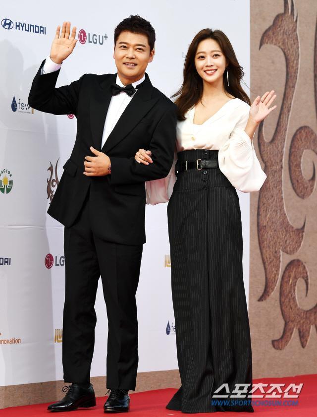 Thảm đỏ Seoul International Drama Awards 2019: Trương Ngọc Ánh  Anh Dũng đọ sắc Jang Nara và Ji Chang Wook ảnh 0