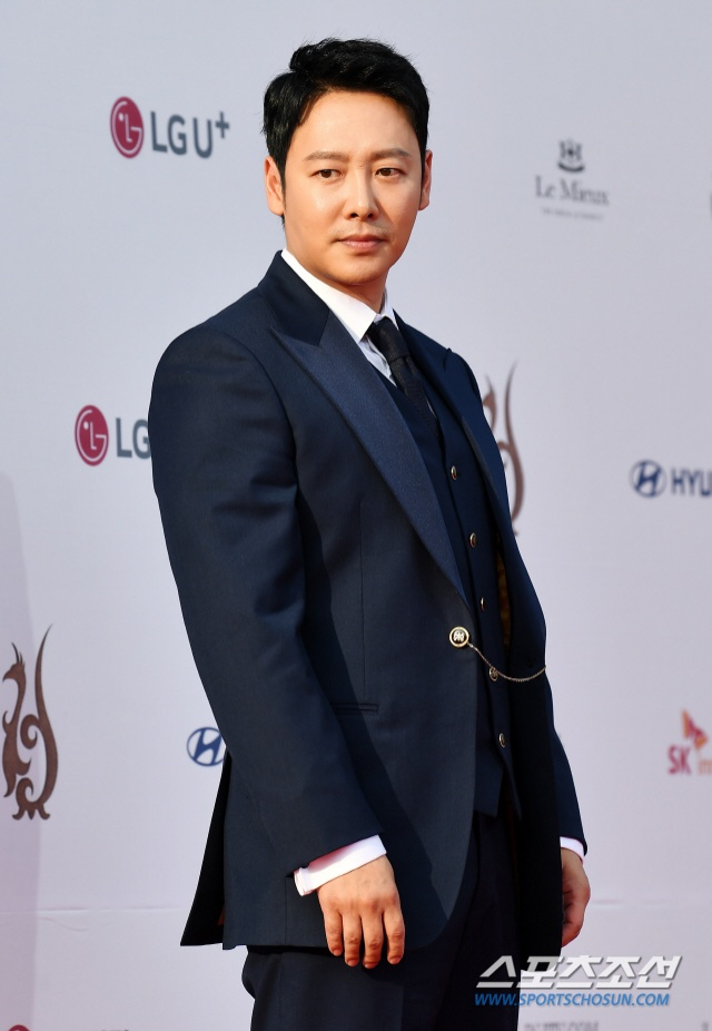 Thảm đỏ Seoul International Drama Awards 2019: Trương Ngọc Ánh  Anh Dũng đọ sắc Jang Nara và Ji Chang Wook ảnh 15