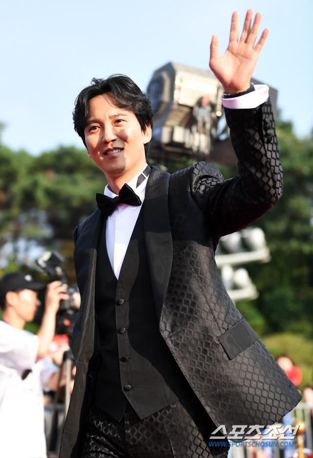 Thảm đỏ Seoul International Drama Awards 2019: Trương Ngọc Ánh  Anh Dũng đọ sắc Jang Nara và Ji Chang Wook ảnh 11
