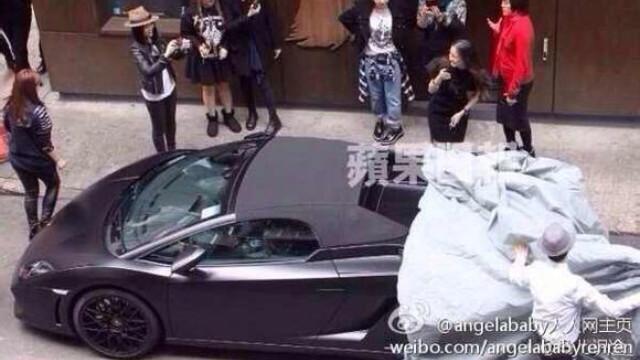"""Màn chơi trội của Huỳnh Hiểu Minh khi tặng món quà là chiếc xe Lamborghini cho bạn gái Angelababy từng bị truyền thông """"bóc phốt"""" là mua lại hàng second hand."""
