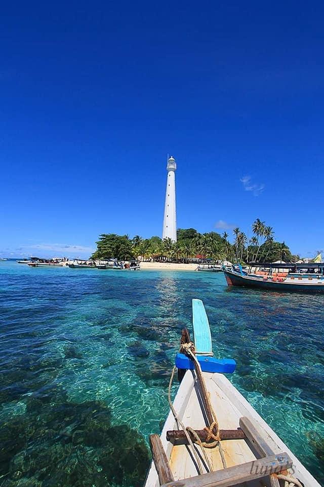 Biển xanh ngắt ở Belitung.