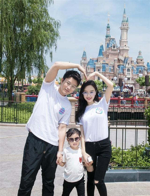 Hình ảnh gia đình 3 người thuở còn hạnh phúc ngọt ngào